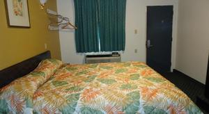 1 Queen Bed Kitchenette NSMK Picture 1