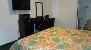 1 Queen Bed Kitchenette NSMK Picture 5