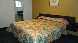 1 Queen Bed Kitchenette NSMK Picture 2